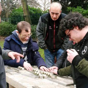 Action éducative : les jeunes avec un moniteur